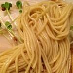 音麺酒家 楽々 - 三河屋製麺の麺