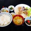 めいげつ - 料理写真:鶏肉唐揚げ甘酢かけセット