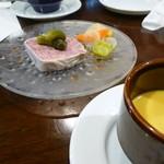 レストラン AKIOKA  - 単品メニューの 田舎風パテ  セットメニューのカボチャの冷製スープ