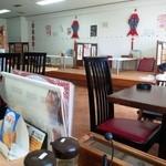 味美 - 店内はテーブルと小上がり座敷