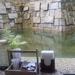 四季彩 - カウンター席は池に面しています