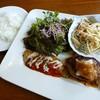 ビストロ・プチ・ブラン - 料理写真:白身魚のムニエルとハンバーグ(2013/09/30撮影)