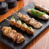 鶏扱説明所 - 料理写真:日本各地から美味しい部位を厳選した「おまかせ焼き鳥五本」