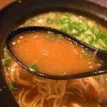 なんちゃんラーメン - スープは豚骨鶏がらベースの味噌味です。