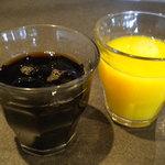 益正食堂 - ドリンクバーのコーヒーとオレンジジュース。
