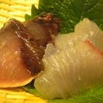 益正食堂 - 刺身は、鰹のタタキと白身。サイズ激小。(笑)