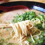 金太郎ラーメン - タレもしくは塩分が濃くて、 白ご飯が合いそうな味。