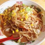 金太郎ラーメン - 味噌チャンポン650円。 スープは赤味噌系でうま濃い。