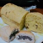 あんぱん屋 - カボチャシナモンレーズンのミニローフとあんパン