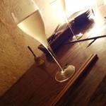 ワインバー繭 - グラス泡