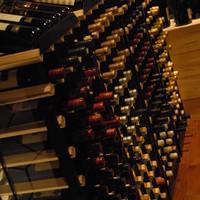 厳選した60種類以上の世界のワインをご用意しております。