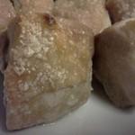 集っこ - 塩を吹いた鶏のアップ