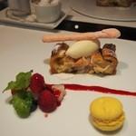 レザンドールザ陽明クラブ - ・飛騨産白桃の温かいパイタルトとバニラアイスクリーム ミックスベリーのソース