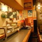 新中野まとい寿司 - カウンター席 奥に禁煙表示