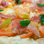 畑の厨 膳丸 - 生ハムとフレッシュトマトのピザ