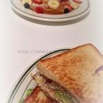 THE SMILE - サンドイッチとフレンチトースト