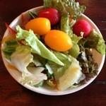 林のヤモリ - バイキングのサラダも新鮮!