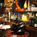 SPAIN BAR&CAFE Esperanza - センスいい店内。