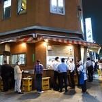 秋田屋 - 大衆酒場と東京タワーが同時に見れる黄金の光景!