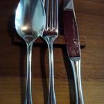 イルベッカフィーコ - カトラリーはTRIO(大泉物産)製