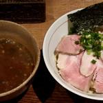 麺と心 7 - たまり醤油の煮干白湯つけ麺
