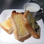 """桃組 - 「トースト」""""新出製パン所""""さんの厚切りトースト3種、ポタージュ付き"""