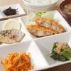 えびす亭 - 料理写真:日替りのおすすめ定食!おかずが4点にごはん・みそ汁・お新香付き。