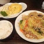 新華苑 - 料理写真:10月10日、日替わり皿うどんとかに玉。