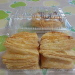 アップルヒル みやげコーナー - パイはサクサク甘さは控えめでとても美味しいアップルパイです