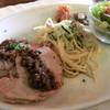 タベルナ  - 料理写真:Cランチ、自家製ローストポーク、キャベツとズッキーニ、ベーコンのスパゲッティ(ニンニクオイル)