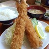 だいこく食堂 - 料理写真:特大エビフライ。お皿が小さく見えます。