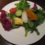 21838488 - 16品目野菜のデトックスサラダ(盛り付け後)