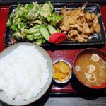 なごみだいにんぐ 飛梅  クリスロード店 - 生姜焼き定食