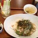 DECO - アボガドと豆腐のヘルシー丼でもツナもマヨネーズも入ってます!