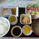味政 - 刺身定食 (1000円)