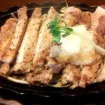 GEN - 料理写真:やまと豚やわらかロースの鉄板焼(アップ)