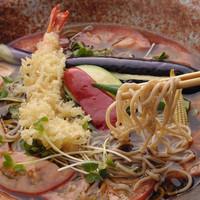 全国から集めた美味しい日本酒や焼酎、ワインなど堪能できます。