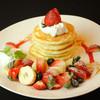 Honey Hunt Café - 料理写真:いちごとバナナのミニパンケーキタワー