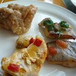 カフェトスカ - 鶏モモ肉と冬瓜のラグー 、カジキのソテー 夏野菜ソース、白身魚のアクアパッツァ風