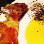 21973560 - チーズ焼をオリーブオイルと挽きたての粗挽き黒胡椒で