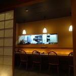 蕎麦ひら井 - カウンターと厨房付近