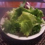 21996633 - サラダはパリパリ!バルサミコがかかってました。