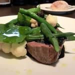 レストラン クロワサンス - 肉のメイン、和牛肉のミスジのグリエ、黒ゴマソース