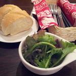 サーモンベーネ - フォッカッチャ(1個)とサラダ