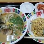 中華日の出 - B定食940円