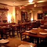 ラ・ベファーナ - 各席のパテイションを外すと着席40名様の団体パーティーも対応。ビュッフェ(立食)は60名様まで。
