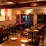 ラ・ベファーナ - 2階は、各席のパテイションを外すと着席40名様の団体パーティーも対応。ビュッフェ(立食)は60名様まで。