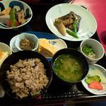 古材の森 - 「黒豆と玄米の体にやさしいランチ」(1,500円)。限定10食です。