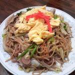 新華苑 - 料理写真:大好きなメニュー、焼きそば800円に大盛りプラス150円で950円。