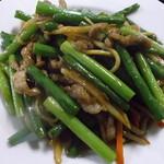 火四季 - ニンニク茎と豚肉炒め 火四季 苫小牧店